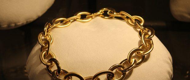 Comment choisir les bijoux en acier ?